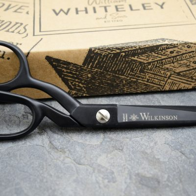 Black sidebent scissors